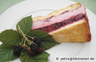 Fruchtige Brombeer-Sahne-Torte