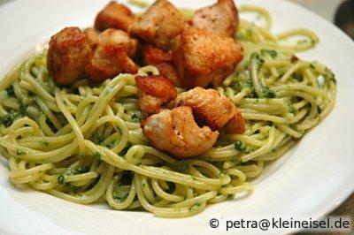 Spaghetti mit Bärlauchpesto und Hähnchen
