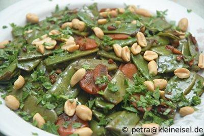 Zuckerschoten-Erdnuss-Salat